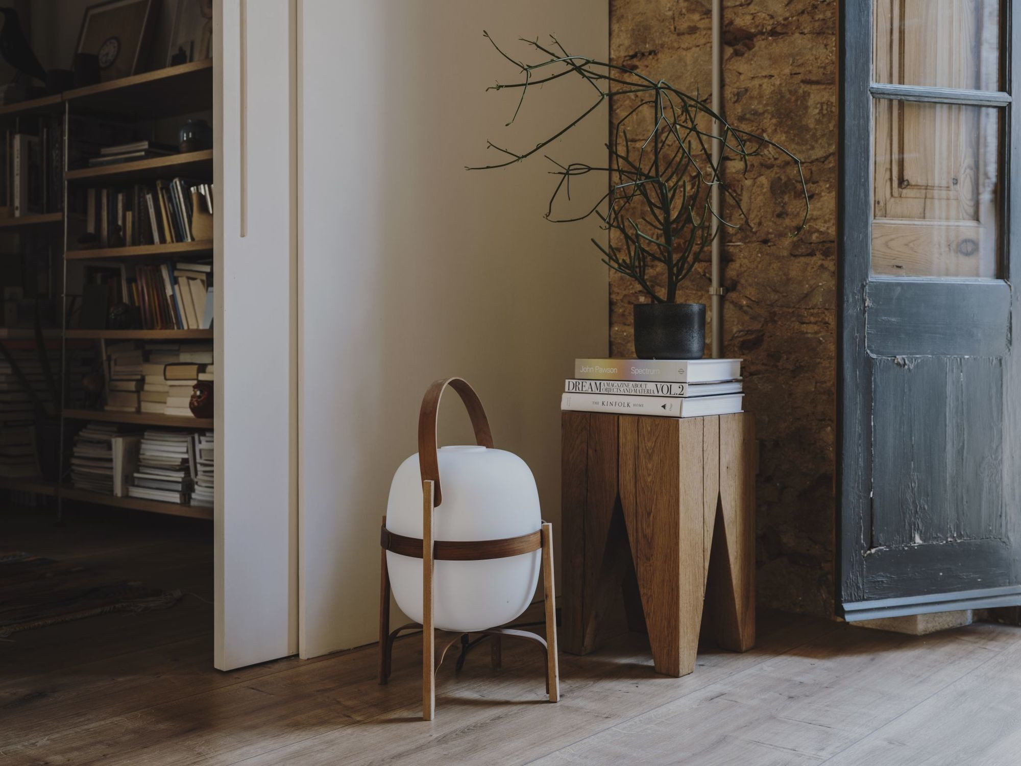 11 -A nomadic lamp with Scandinavian lines by Santa & Cole