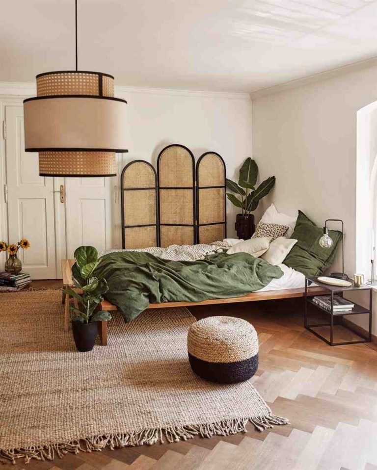 11 - String pouf and other ornaments for a simple double bedroom