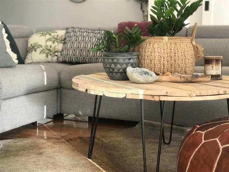 13 - Round pallet coffee table with iron foot
