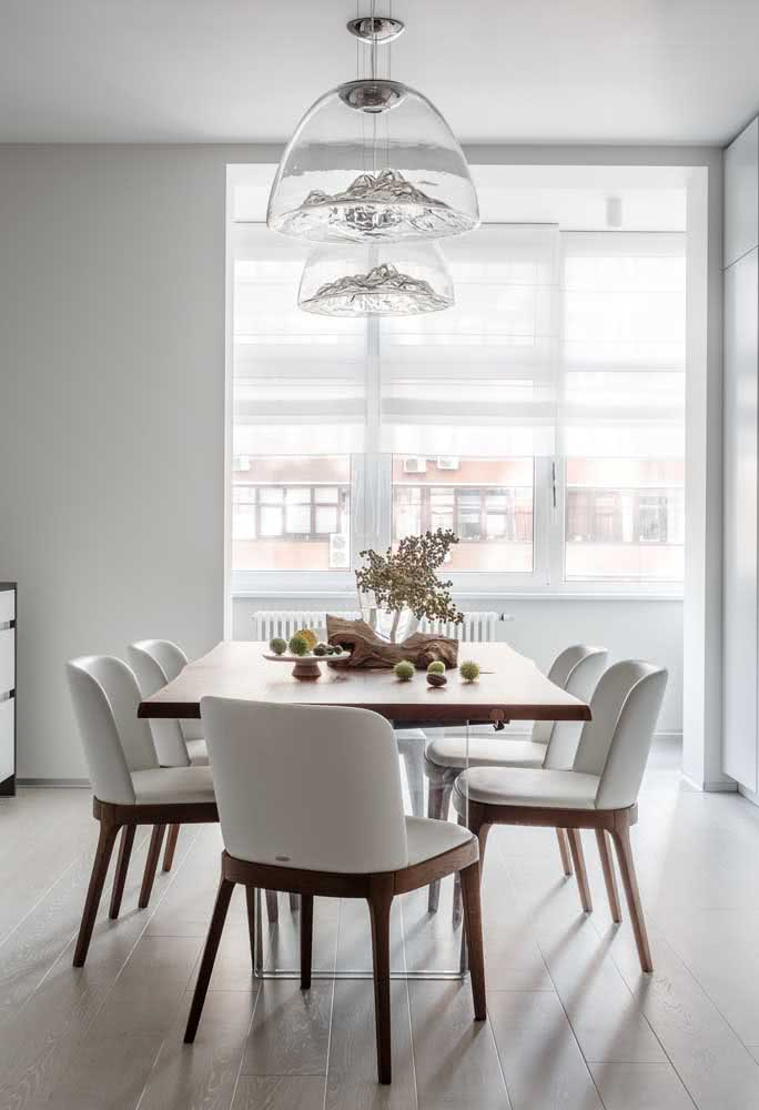 13 - Transparency reveals the art of these modern chandeliers in the dining room.