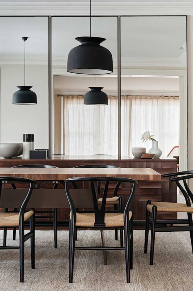 13. Mirrors to ensure a greater sense of space in the small dining room.