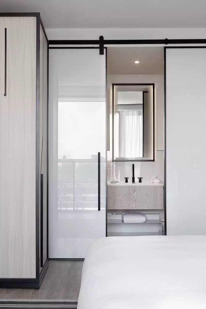 15 - Already here, the glass with white film guarantees privacy and the style standard of the environment.