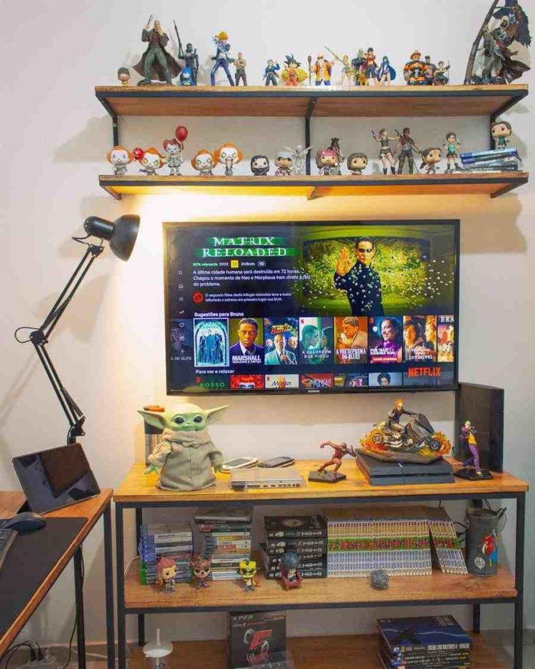17 - Male gamer room decorated with collectible dolls