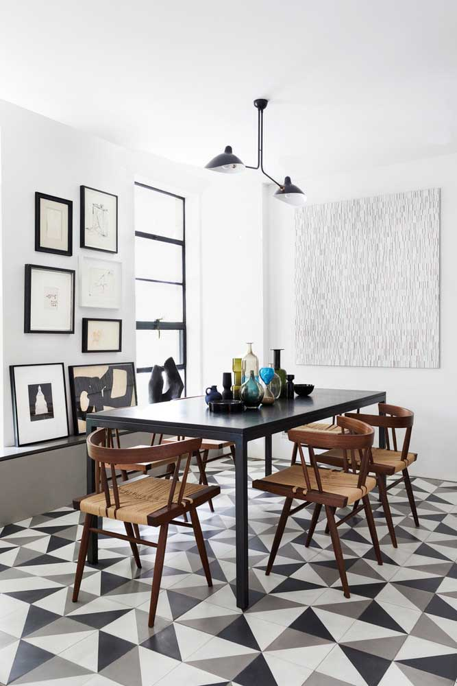 18. Black and white dining room decoration. Highlight for the retro floor.