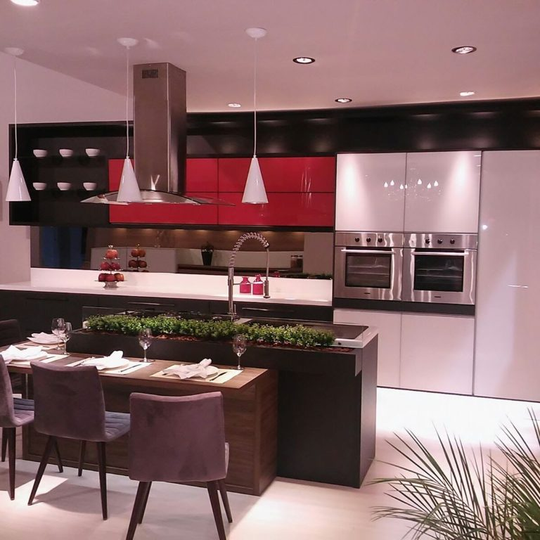 18. Central island with hood and gourmet faucet