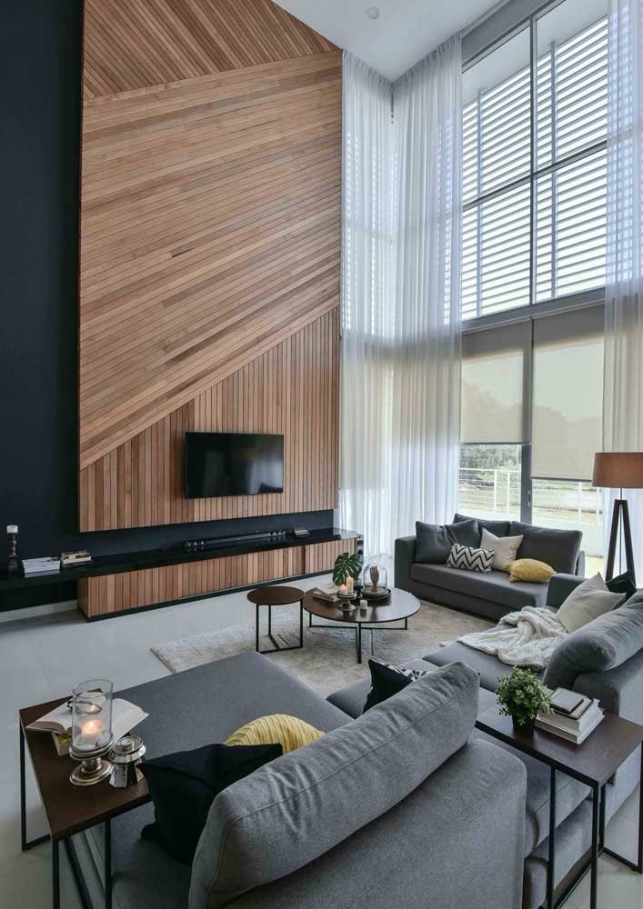 18. The slatted wood panel is the highlight of this high-ceilinged room.