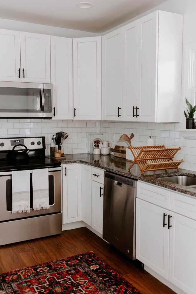 2 - Brown granite countertop for the classic joinery kitchen?