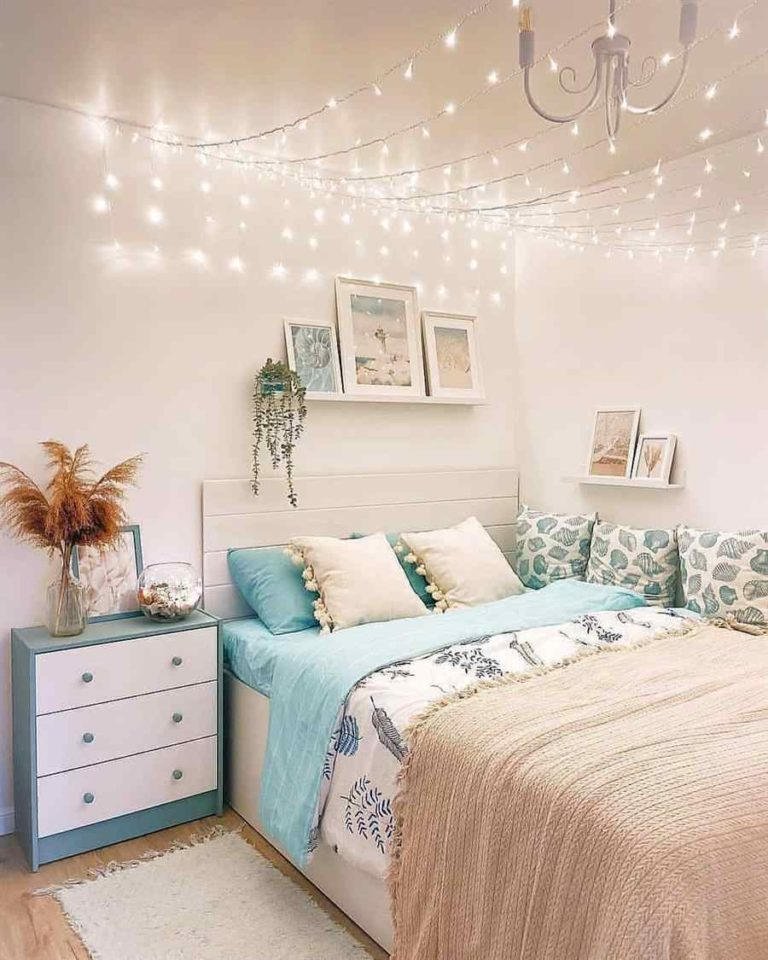 2 - Simple decoration with flashes on the ceiling