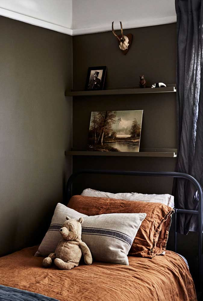 21. Simple rustic decor for the children's room