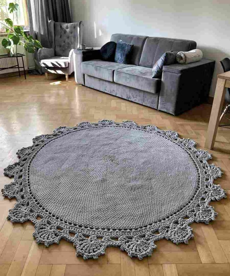 23 - Room decoration with round crochet rug