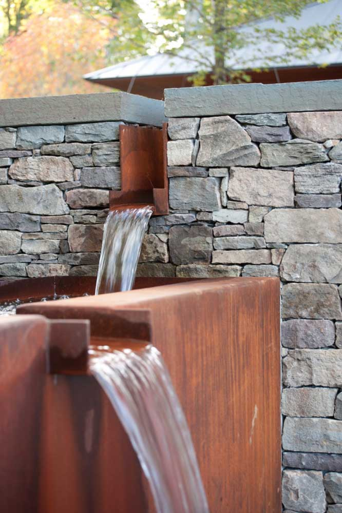 25. Because it is highly resistant, corten steel is widely used in the external decoration of the house.