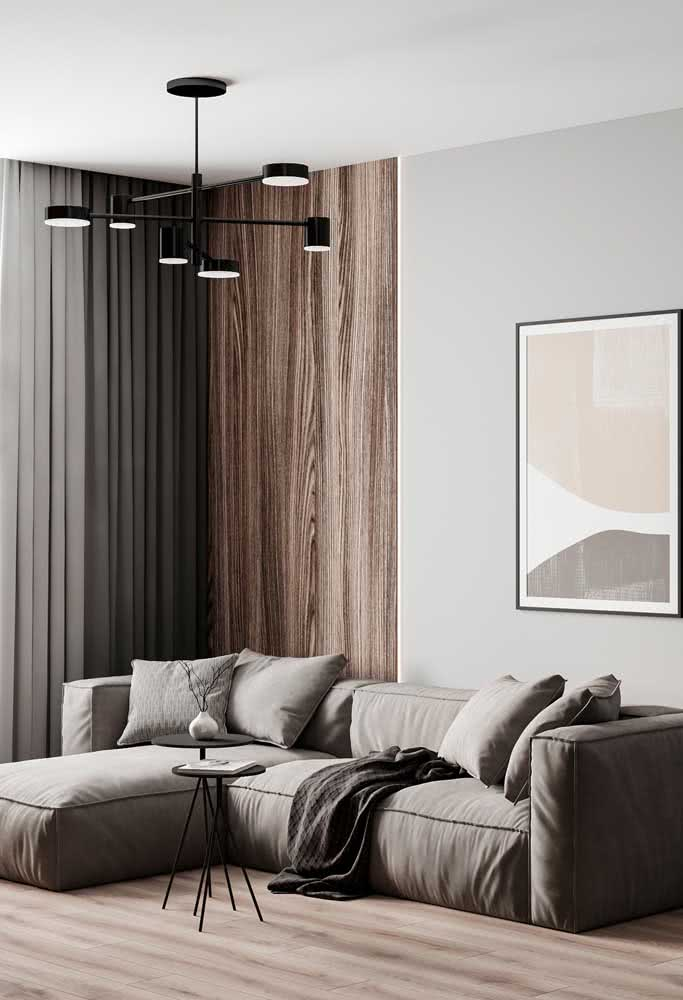 26 - Black modern chandelier for those who are looking for an essential decoration.