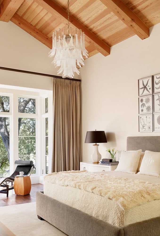 27 - Look at the luxury of this glass pendant chandelier on the bed.