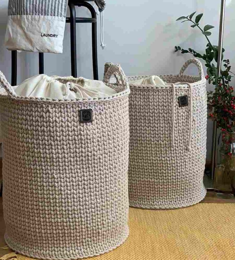 28 - Crochet organizer basket to put in the corner of the room