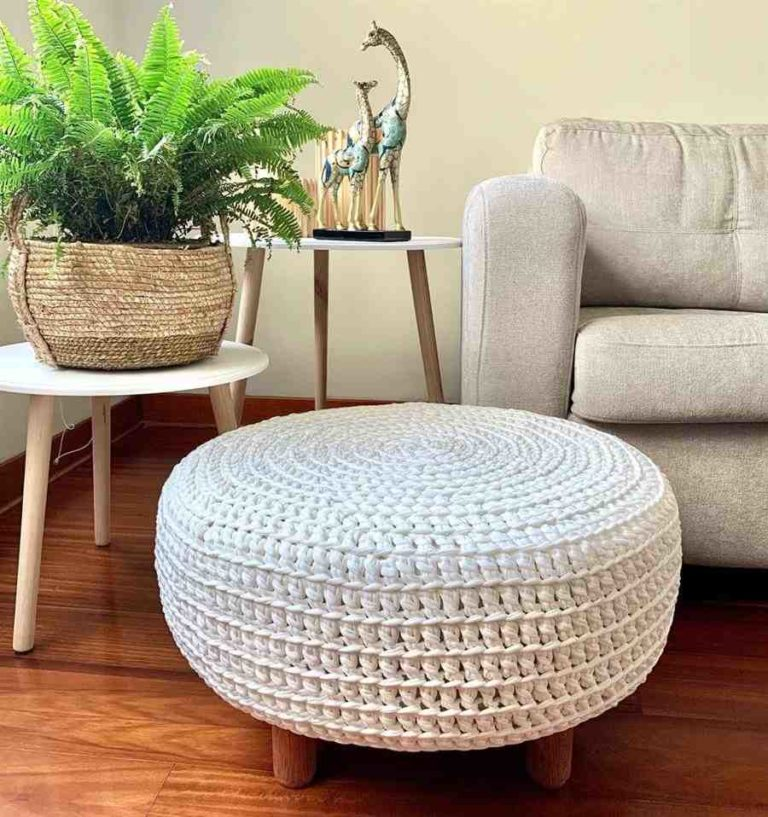 30 - Crochet pouf that combines with various styles of decoration