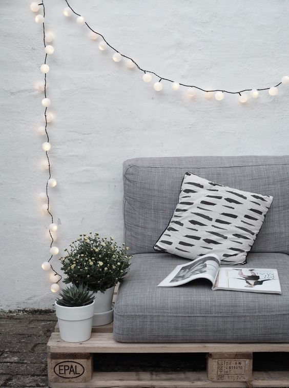 30. Make the corner of the sofa much more stylish with the light wire