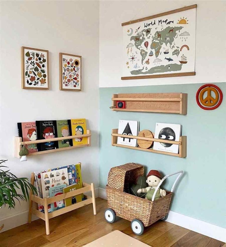 31 - Men's children's room decorated with a bookshelf