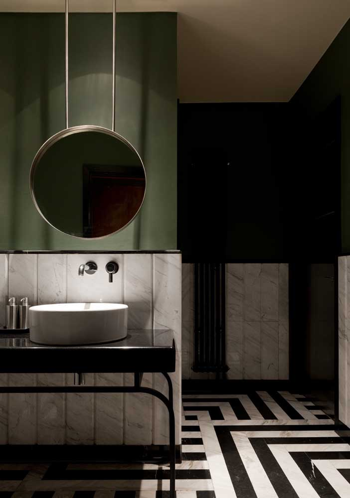 31. Bathroom decorated in black and white with a touch of green to relax.
