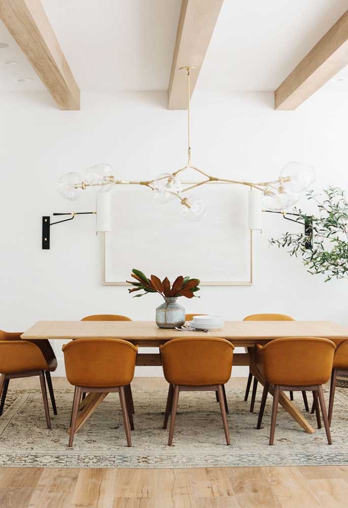 31. Earthy tones and natural materials to create a rustic and modern decor.