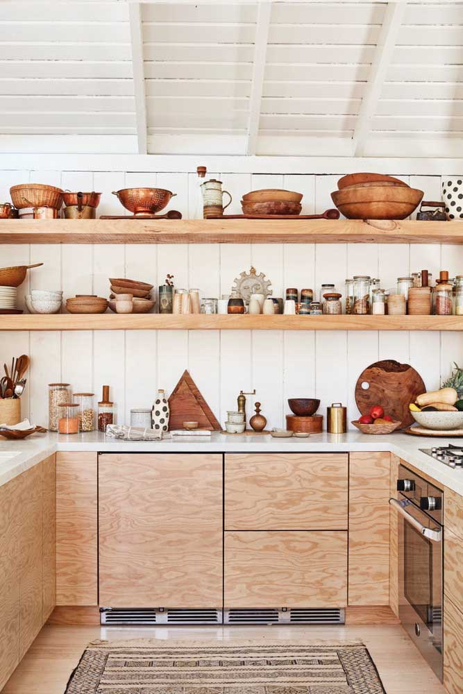 31. Kitchen full of objects of rustic decoration.