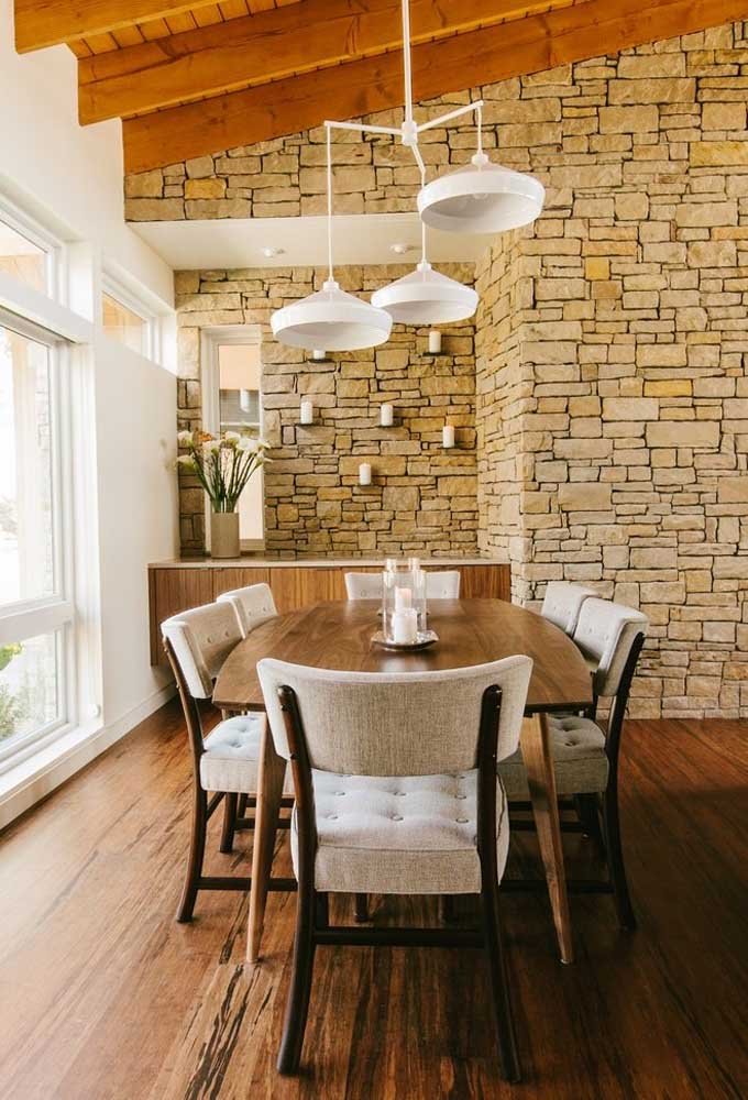 33. All the beauty and comfort of a rustic dining room.