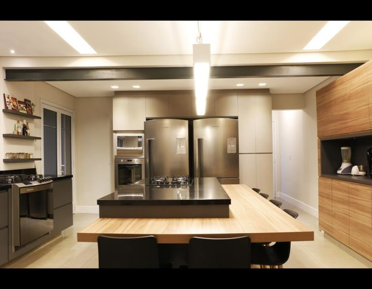 33. Center island in a large kitchen