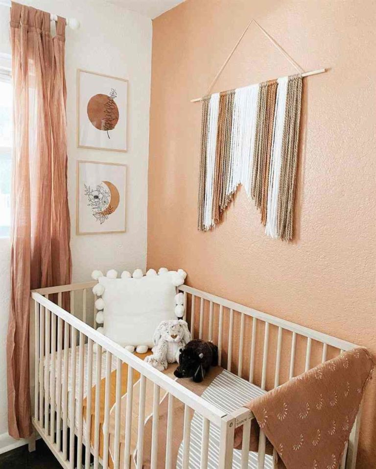 34 - Decorating a room for little money