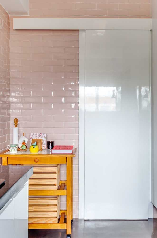 35 - The pink ceramic made a beautiful composition with the white sliding door.