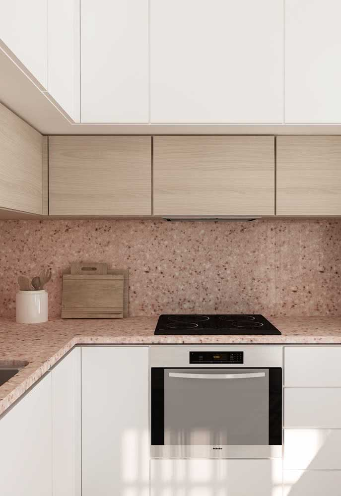 37 - Granite countertop with cooktop: modern and sophisticated design.