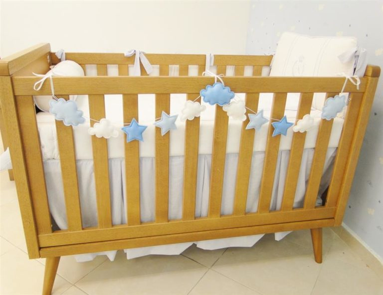4 - Felt cot clothesline with clouds and stars