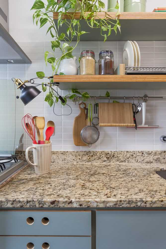 4 - Yellow granite countertop one of the most economical options of this stone.