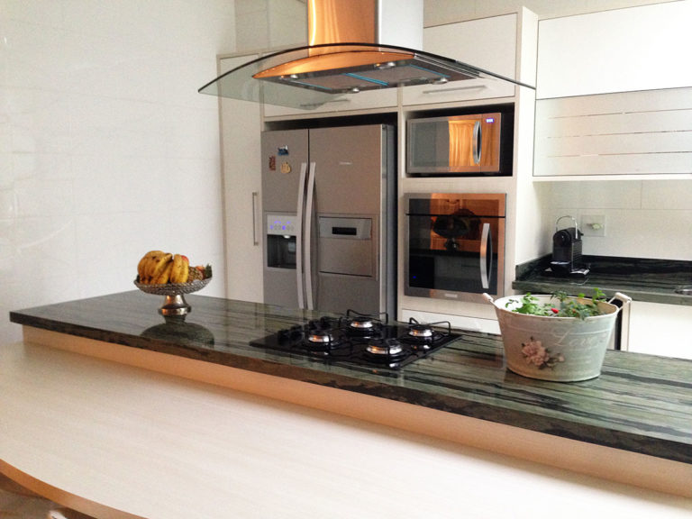 42. Design with wooden bench and island with cooktop and hood