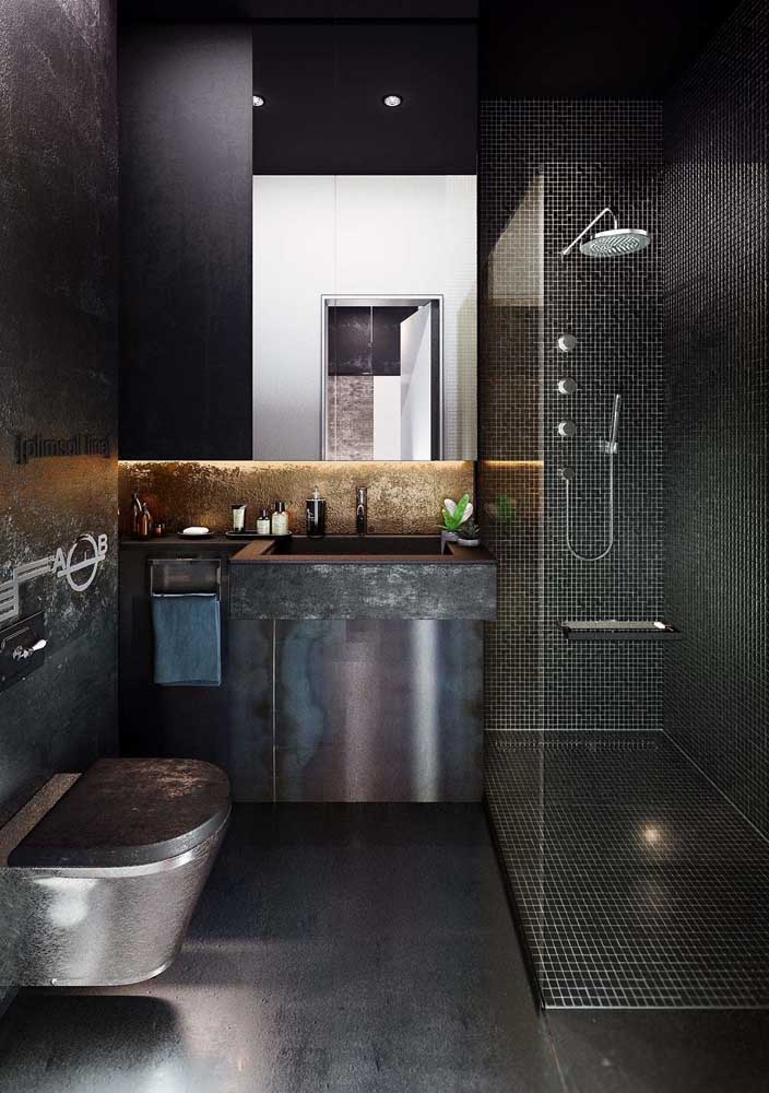 43. The charm of this decorated bathroom is in brushed steel.