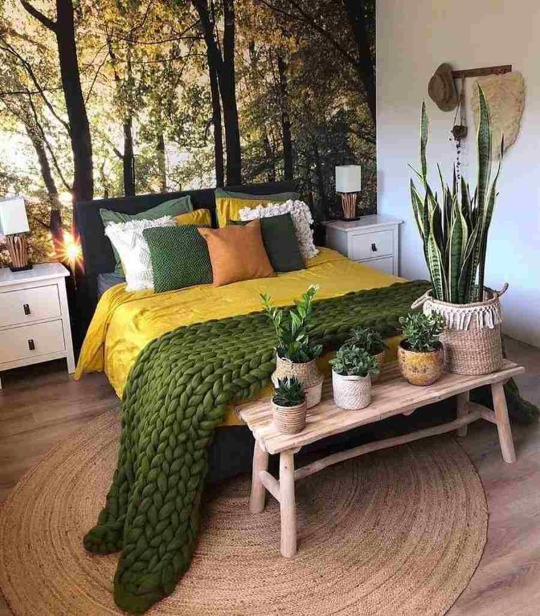 44 - Double bed decorated with maxi knitting footboard
