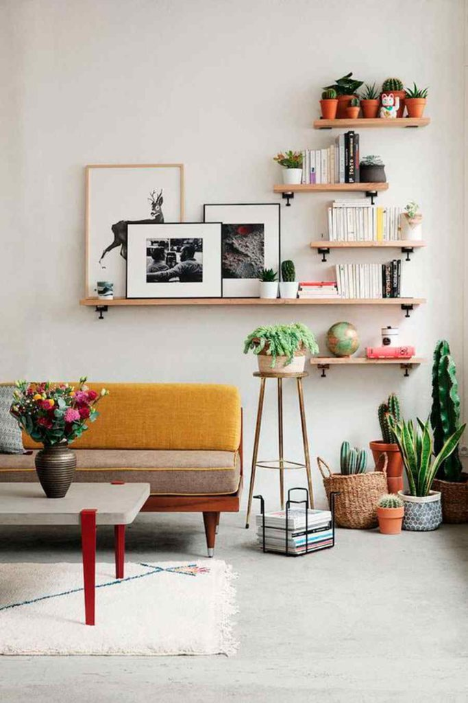 44 - Wooden shelves in different sizes to decorate with style