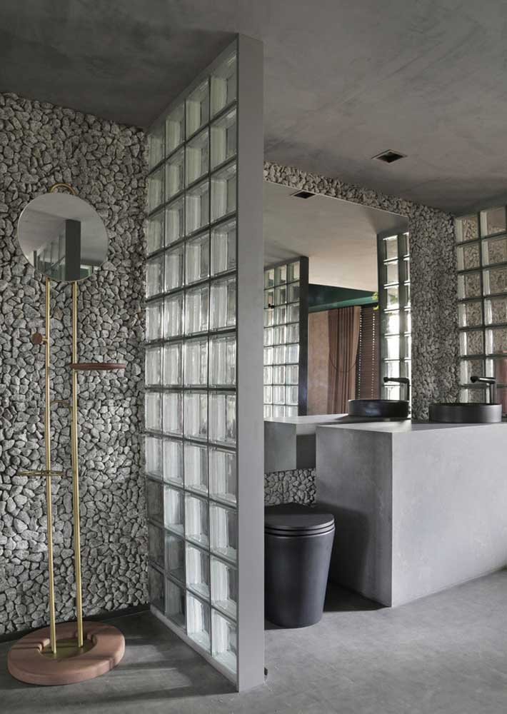 44. Natural stones for the shower wall and glass blocks for the shower.