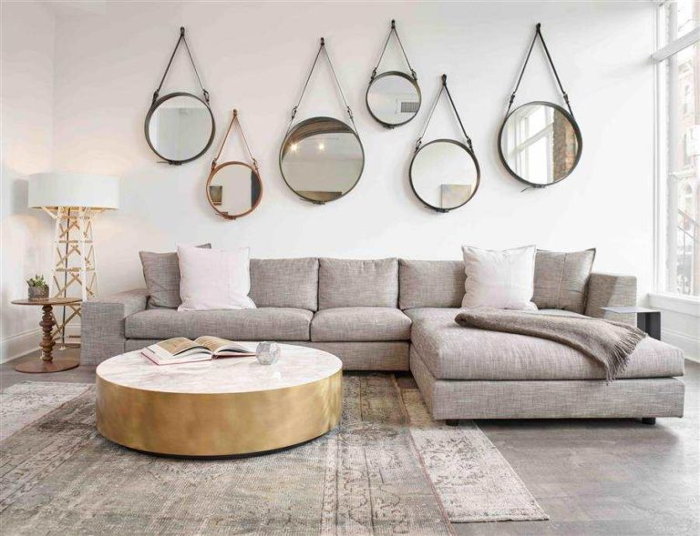 45 - Sensational decoration with round mirrors with handle
