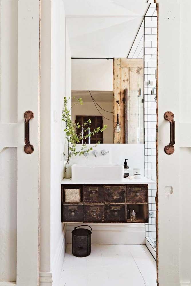 47. Rustic bathroom in the details.