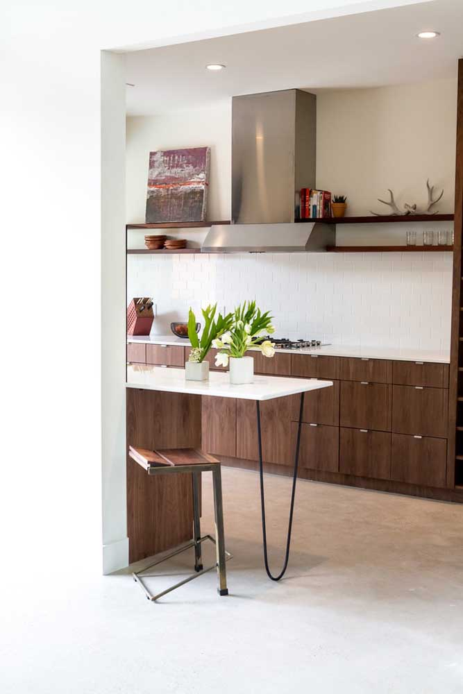 49. Small wooden kitchen; highlight to the counter with clamp feet.
