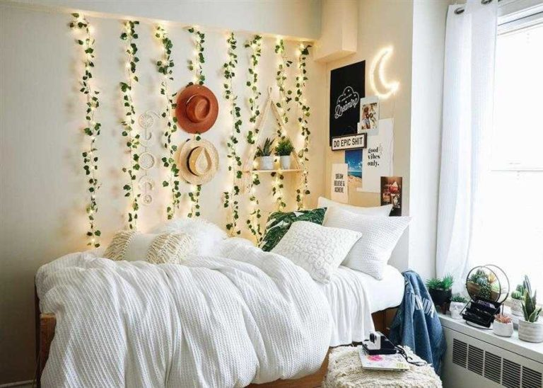 9 - Decoration for women's bedroom wall with blinkers