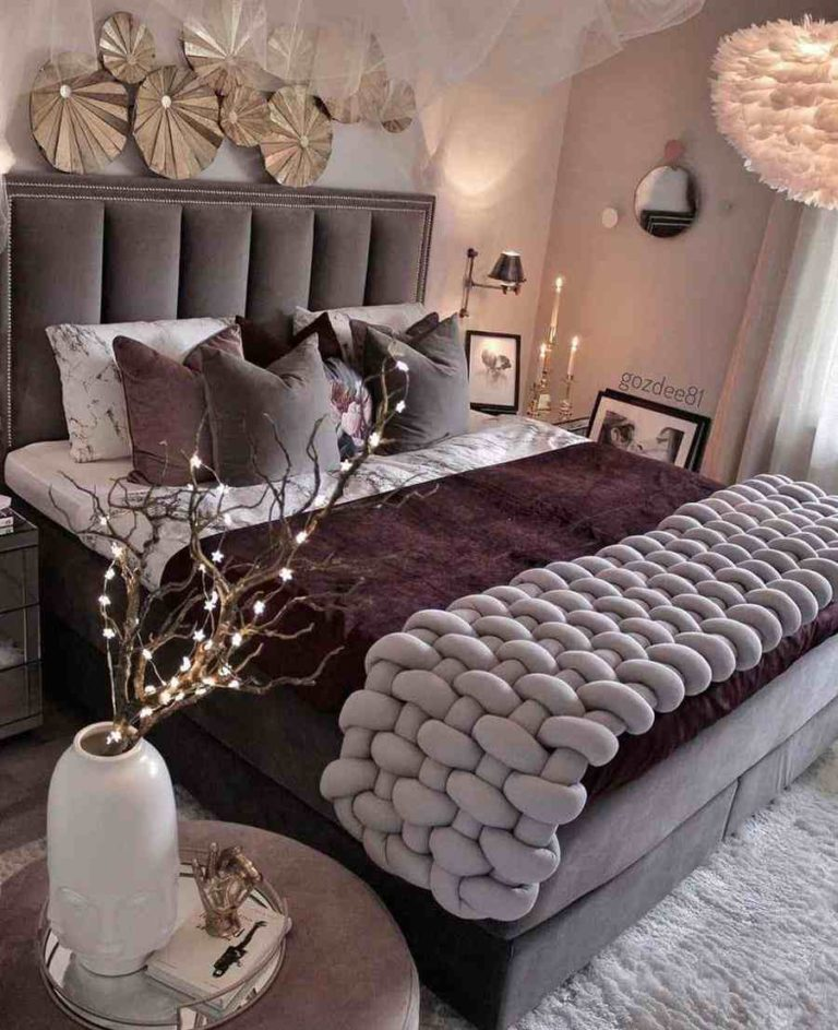 Decorating a double bedroom