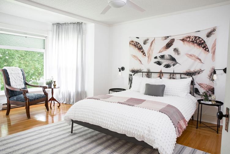 Smaller Bedroom Look Bigger1
