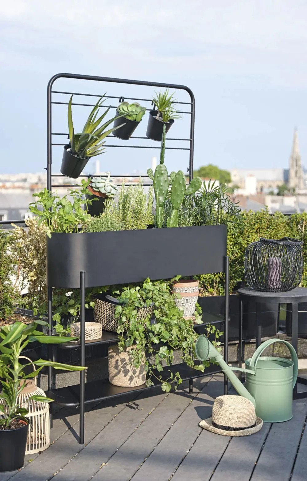 07 - A standing vegetable garden with a polished allure on the terrace