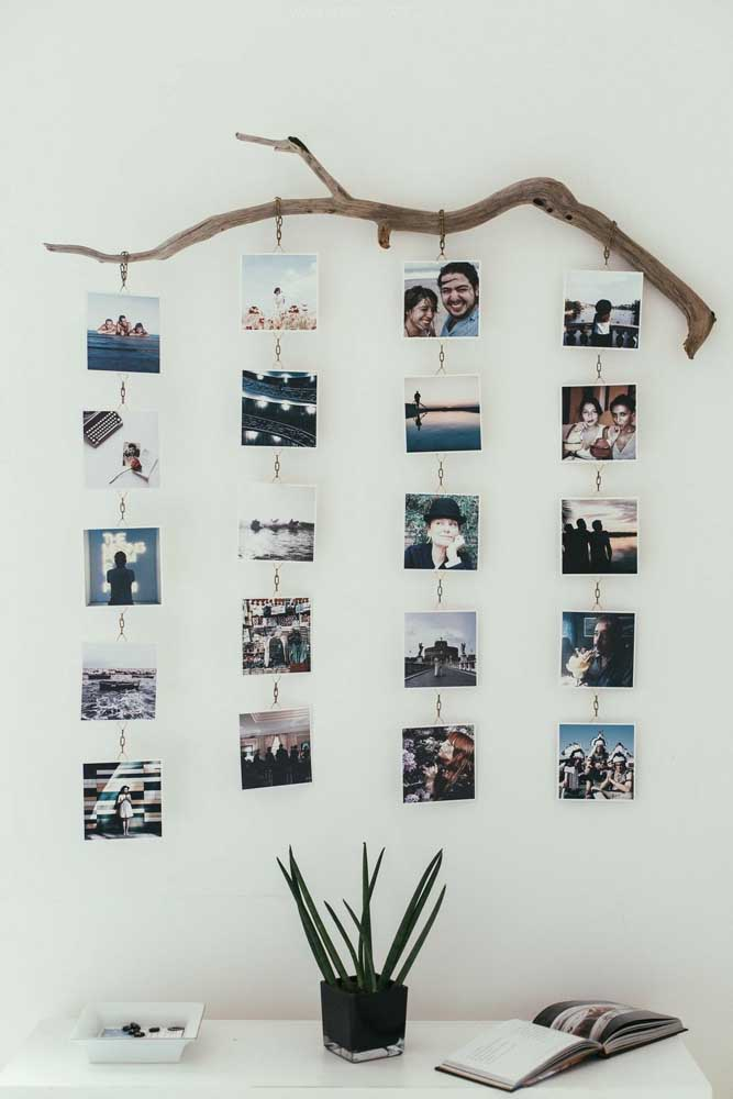 01. To make this photo panel, just take a sturdy branch from a tree, hang some chains and fix the photos.