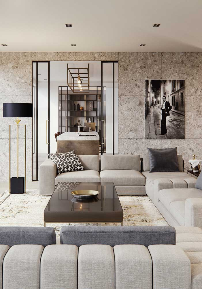 02. In this living room, botticino marble stands out on the floor and walls.