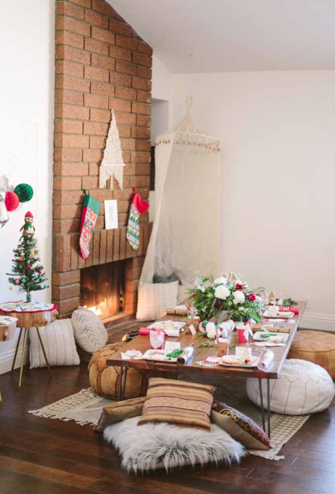 03. How about making a special table for the kids to have Christmas dinner?
