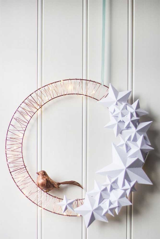 03. Modern and minimalist Christmas wreath model; wire strands connect to LED lights, to decorate, paper flowers.