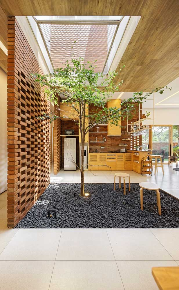 03. The winter garden of this house has a lining of stones throughout its surface.