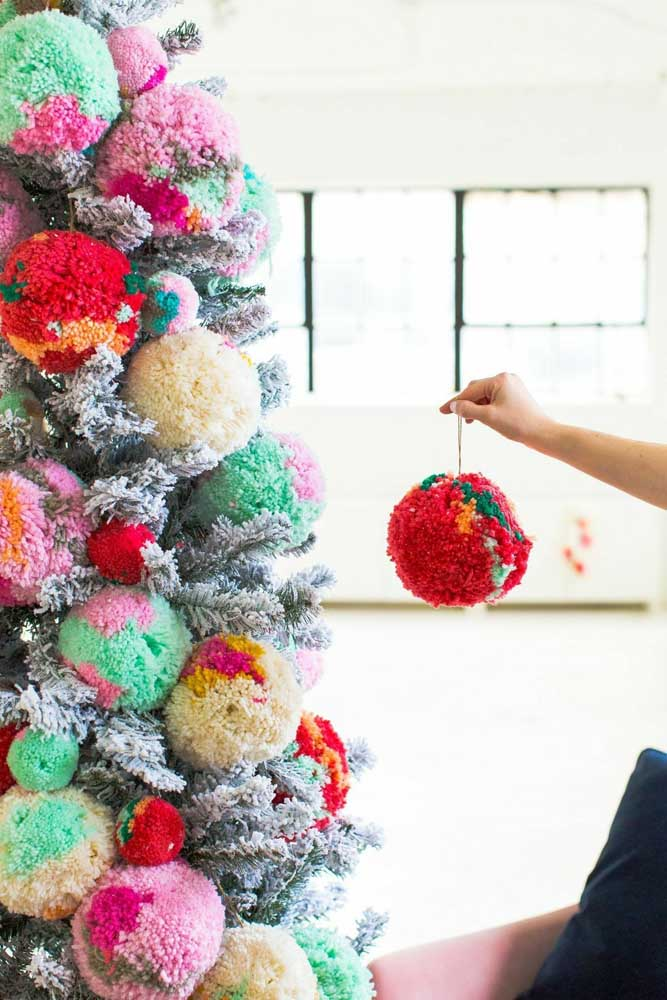 04. Decorate your Christmas tree with different balls.