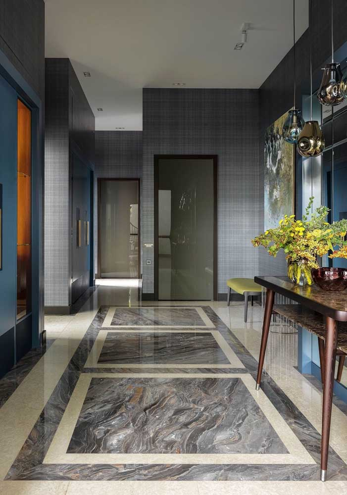 04. Here, botticino marble guarantees luxury and glamor to the passageway. 2